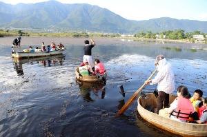 近江舞子内湖でたらい舟_e0008880_11274513.jpg