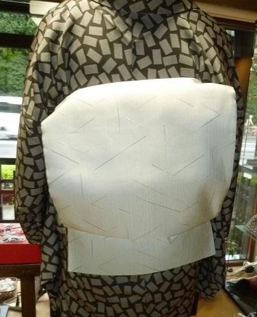 単衣の塩沢に兎の帯・江戸小紋に織楽浅野の帯のお客様。_f0181251_1910699.jpg