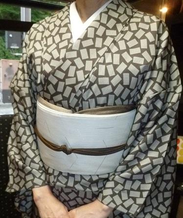 単衣の塩沢に兎の帯・江戸小紋に織楽浅野の帯のお客様。_f0181251_19122452.jpg