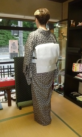 単衣の塩沢に兎の帯・江戸小紋に織楽浅野の帯のお客様。_f0181251_199185.jpg