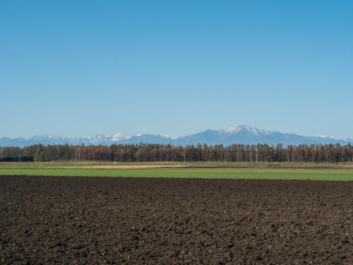 朝、晴天の「とかち帯広空港」と冠雪の日高山脈_f0276498_23115885.jpg