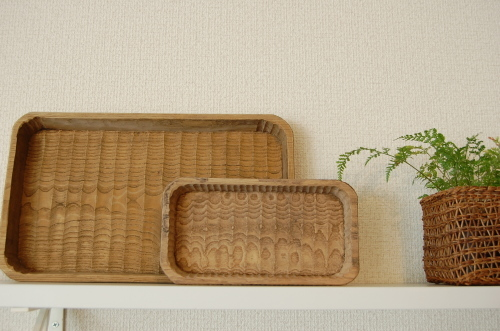 森口信一さんの木彫の一輪挿しの他、我谷盆の新作もご紹介しています。_a0112812_22072111.jpg