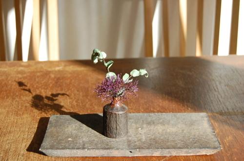 森口信一さんの木彫の一輪挿しの他、我谷盆の新作もご紹介しています。_a0112812_22174698.jpg