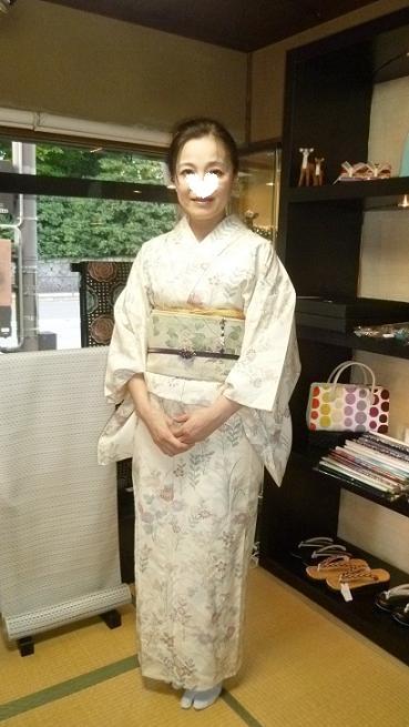 野田淳子さんコンサート・秋草の着物と帯・営業のお知らせ。_f0181251_1602495.jpg