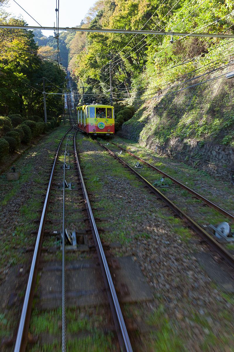 高尾山のケーブル・カーは日本一の急勾配_a0261169_0224115.jpg