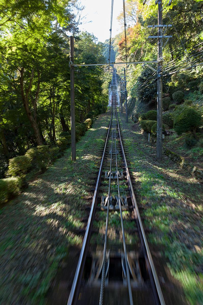 高尾山のケーブル・カーは日本一の急勾配_a0261169_0235111.jpg