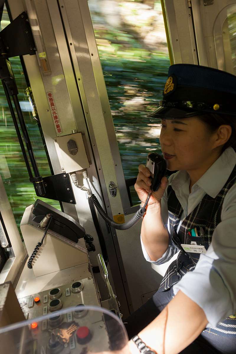 高尾山のケーブル・カーは日本一の急勾配_a0261169_023645.jpg