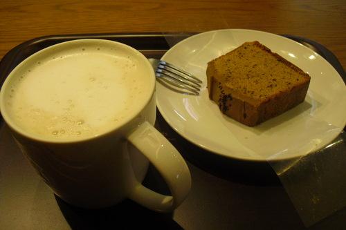 スタバ 『Coffee&Espressoケーキ アールグレイ』_a0326295_19465819.jpg