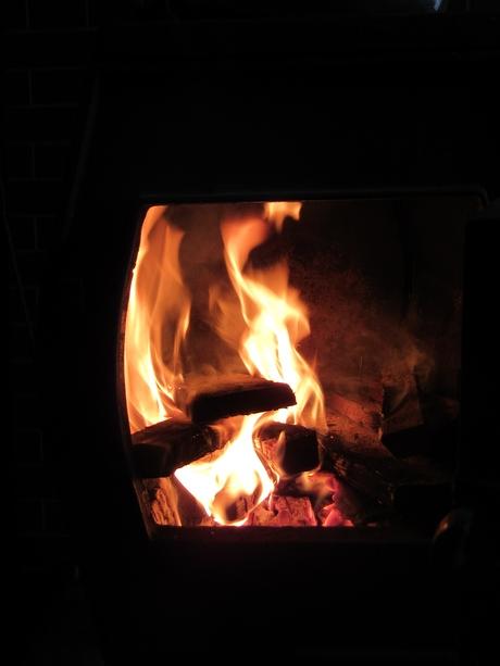 ストーブを焚き始めた_a0203003_1555684.jpg