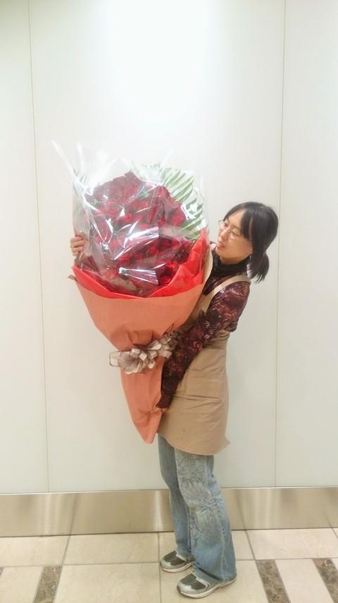 赤バラ101本のブーケ_d0118165_16593635.jpg