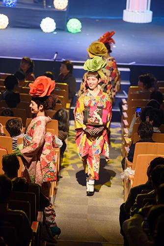 KIMONO日和から着物ショットいっぱいのフォトが届きました!_b0098077_20493410.jpg