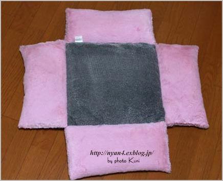 100均ショップの座布団で作る猫ベッド_f0166234_6213768.jpg