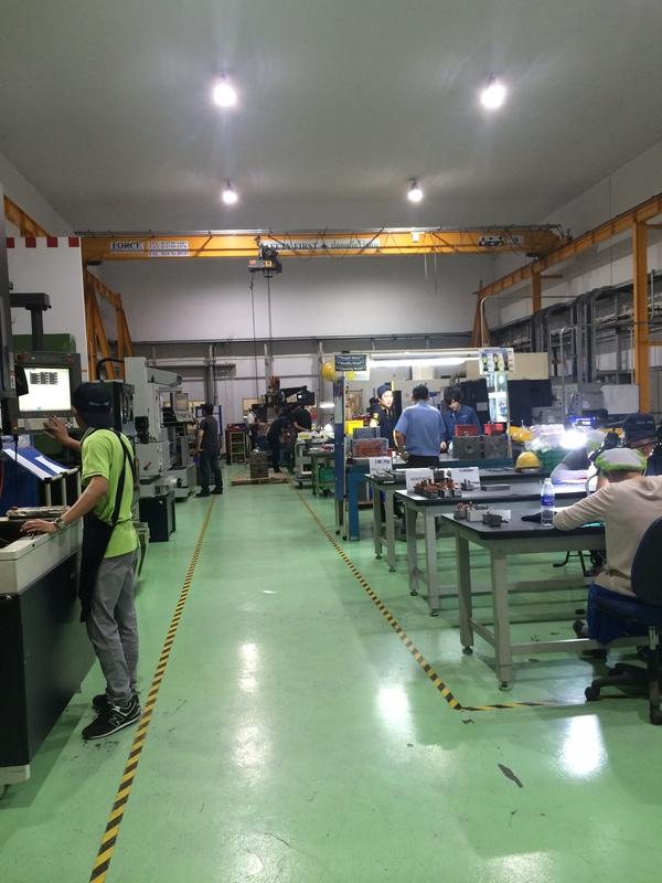 LED照明の金型工場_b0100062_10301761.jpg