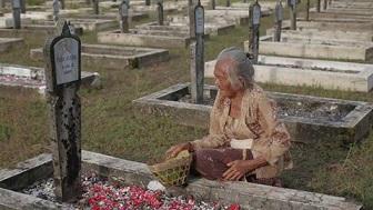 インドネシアの映画:ZIARAH 映画館公開 5/18_a0054926_19282281.jpg