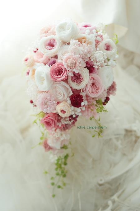 セミキャスケードブーケ 帝国ホテル様へ プリザーブドフラワー、白にピンクとセピアピンク_a0042928_1410459.jpg
