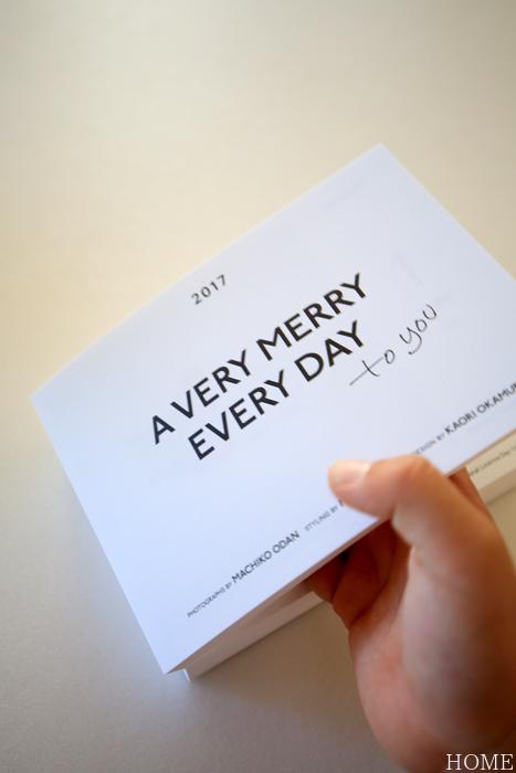 かわいい!カレンダーを眺める三男_c0199544_22023957.jpg