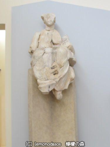 アポロン神殿の東破風のアポロン像 デルフィ考古学博物館_c0010496_03385299.jpg