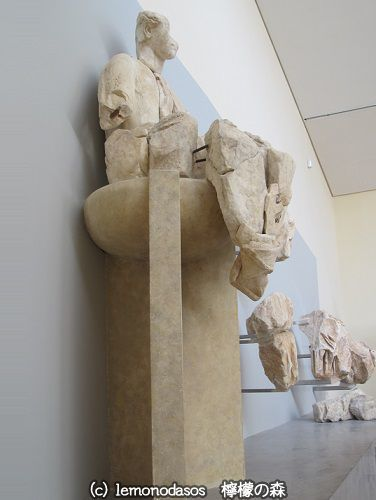 アポロン神殿の東破風のアポロン像 デルフィ考古学博物館_c0010496_03393207.jpg