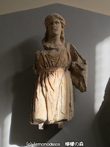 アポロン神殿の西破風のディオニュソス像 デルフィ考古学博物館_c0010496_03410666.jpg