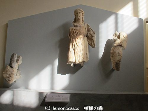 アポロン神殿の西破風のディオニュソス像 デルフィ考古学博物館_c0010496_03415096.jpg
