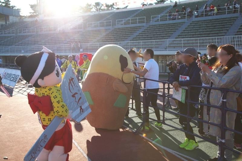 第26回ぐんまマラソン「ご当地キャラハイタッチ隊」_a0243720_23580524.jpg