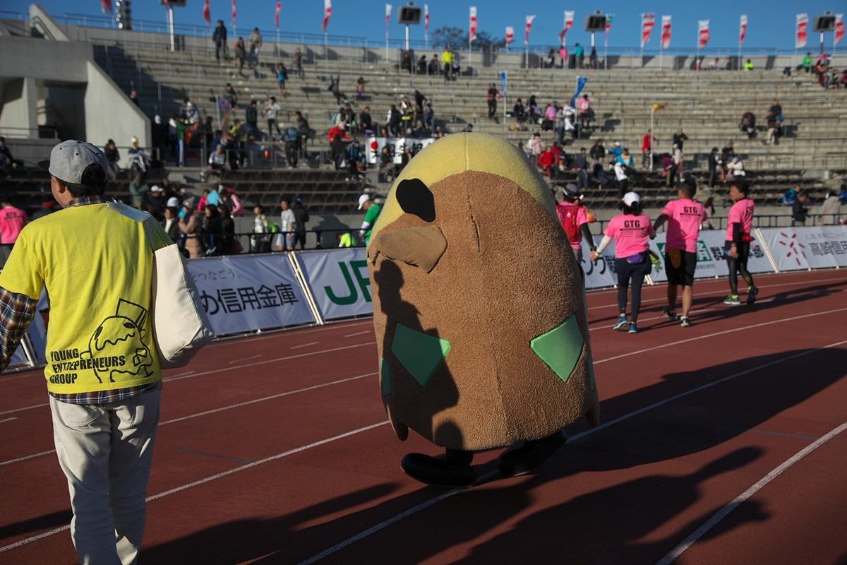 第26回ぐんまマラソン「ご当地キャラハイタッチ隊」_a0243720_23581326.jpg
