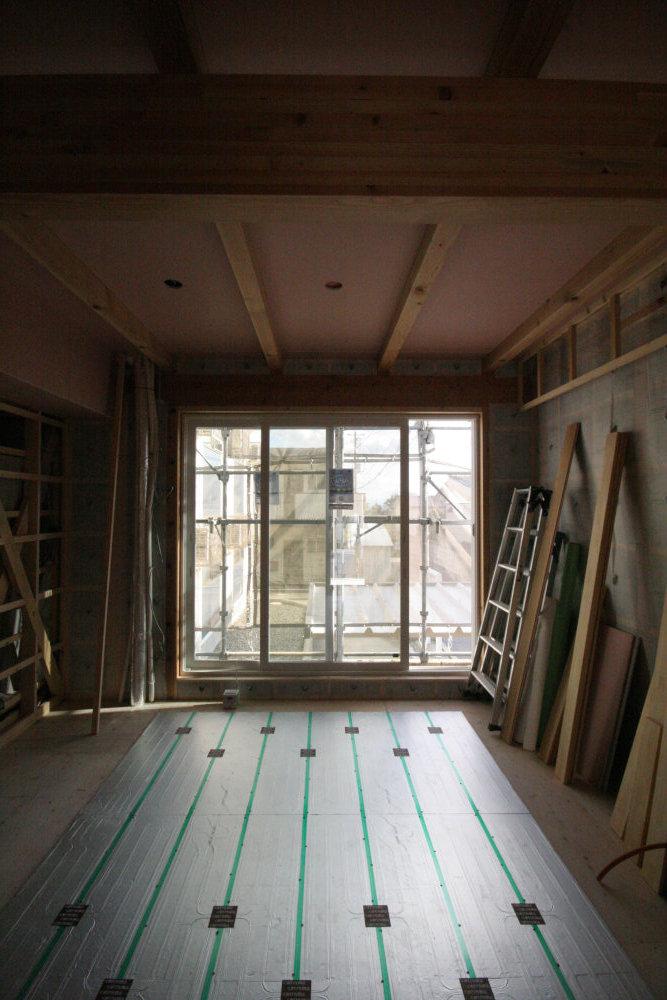 床暖房パネルの設置_b0349892_11281536.jpg