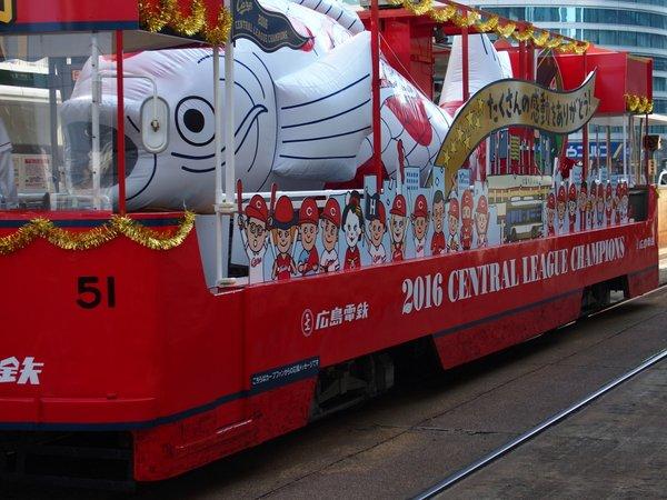 カ-プ2016CL優勝記念電車_b0190540_20564775.jpg