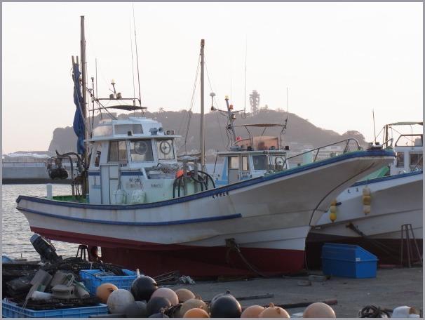 写生地・腰越漁港からの江ノ島・富士_a0086270_12073932.jpg