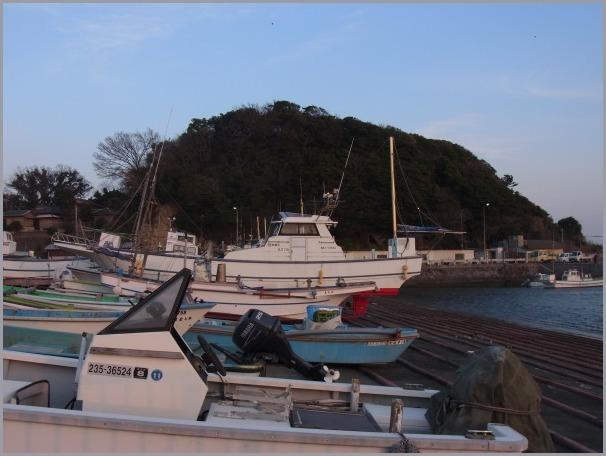 写生地・腰越漁港からの江ノ島・富士_a0086270_12082514.jpg