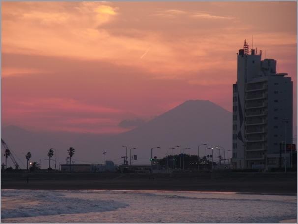 写生地・腰越漁港からの江ノ島・富士_a0086270_12113699.jpg