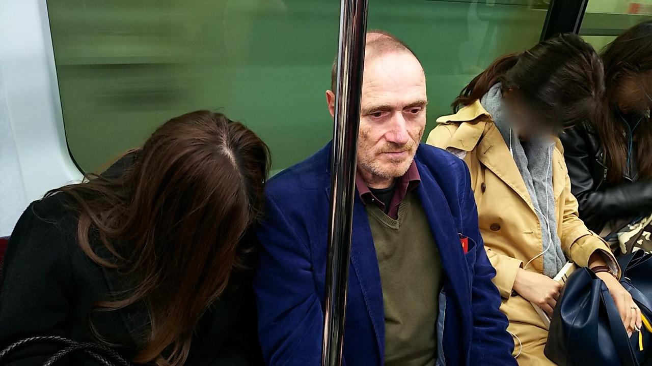 日本人は電車の中で寝るんだね?といったそばから....笑(ハンス&ガウデンツとの珍道中の巻)_d0244370_16093929.jpg