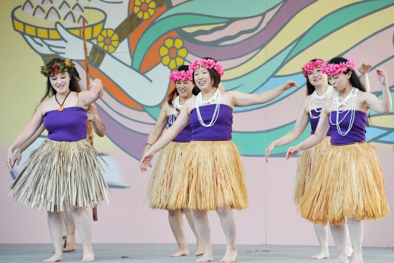 空海村ステージで グアムチャモロダンス熱演 ②_d0246136_22490890.jpg