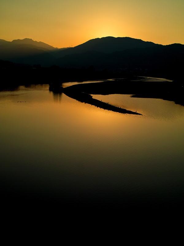 「Mother Lakeマザーレイク」、ビワッシーVSゴジラ_d0005250_1824105.jpg