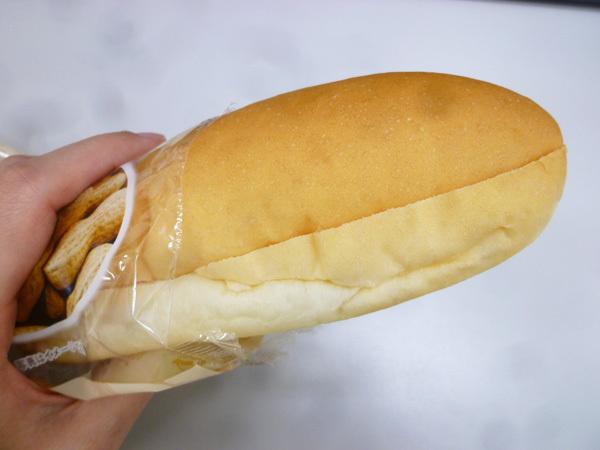 もっちりとしたコッペパン 粒々ピーナッツ@ローソン_c0152767_22085247.jpg