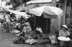 ベトナムの露天商_e0360016_17250770.jpg