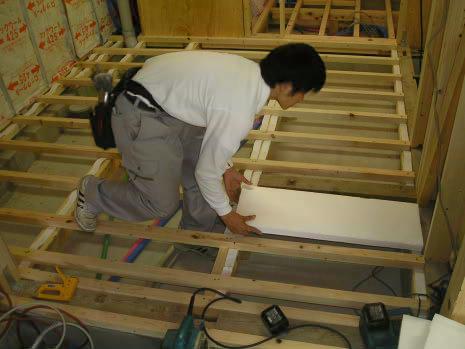 断熱材の施工 (サニーライト)        |(株)アラキ工務店_e0360016_17272900.jpg