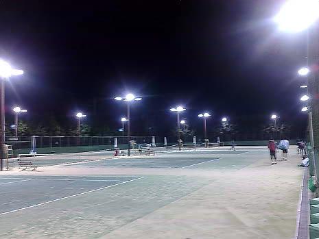 夜のテニスコート                   アラキ工務店_e0360016_17280370.jpg