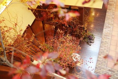 秋、11月の装花 紅葉と実ものの階段装花 ザ・ハウス白金様へ_a0042928_21452849.jpg