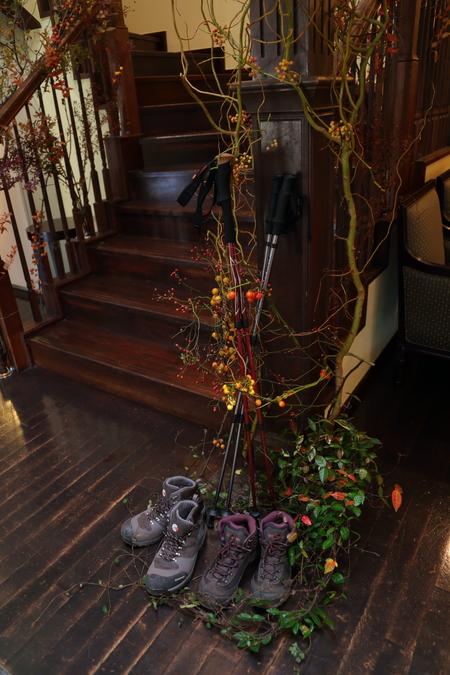 秋、11月の装花 紅葉と実ものの階段装花 ザ・ハウス白金様へ_a0042928_21522467.jpg