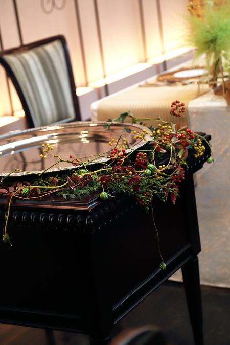秋、11月の装花 紅葉と実ものの階段装花 ザ・ハウス白金様へ_a0042928_2233965.jpg
