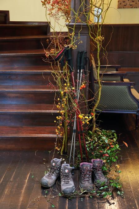 秋、11月の装花 紅葉と実ものの階段装花 ザ・ハウス白金様へ_a0042928_228288.jpg