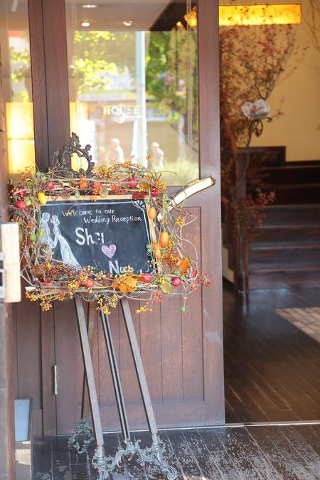 秋、11月の装花 紅葉と実ものの階段装花 ザ・ハウス白金様へ_a0042928_2285594.jpg