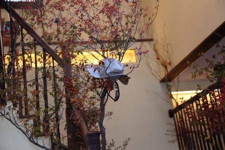 秋、11月の装花 紅葉と実ものの階段装花 ザ・ハウス白金様へ_a0042928_2293123.jpg