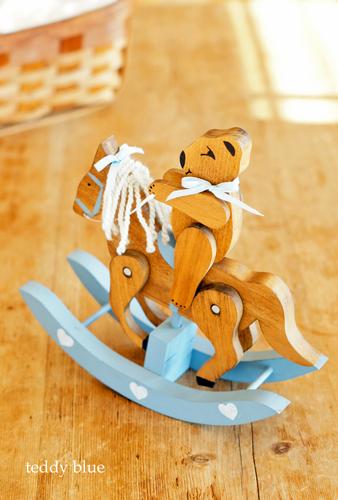 teddy bear on a rocking horse  テディの乗った可愛い木馬_e0253364_16150302.jpg