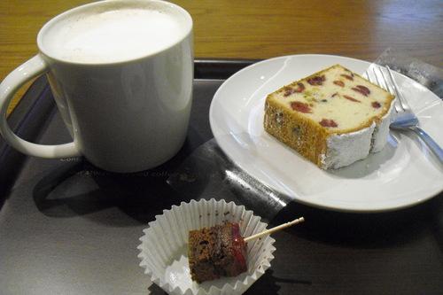 スタバ 『Coffee&Espressoケーキ シュトーレン』_a0326295_20481917.jpg