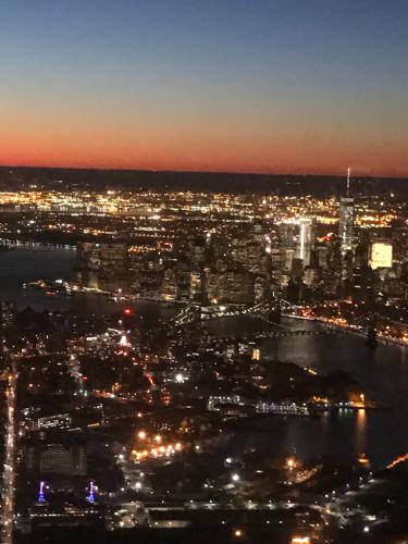 摩天楼の夜景を見ながら…_d0133485_20333623.jpg