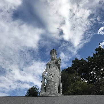 釈迦寺霊園の観音菩薩さま_b0308135_12283006.jpg