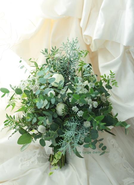クラッチブーケ 明治記念館様へ 緑をたくさん束ねて_a0042928_223586.jpg