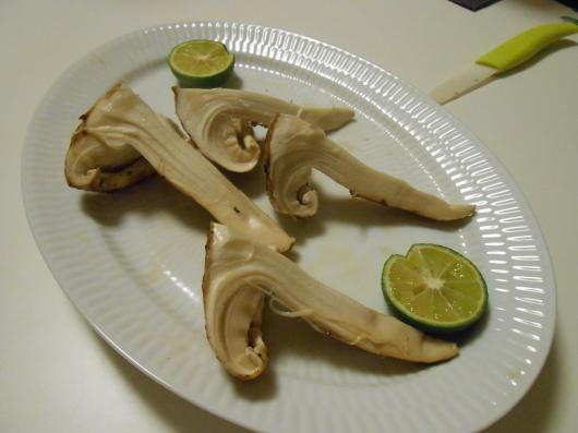 カナダ産の松茸を半額でゲット!_a0095931_12445779.jpg